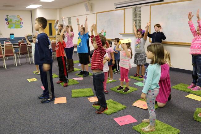 kids singing in worship arts class